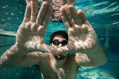 水下的人 免版税库存照片