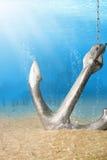水下的锚点 免版税库存照片