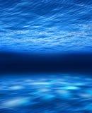 水下蓝色的深海 免版税图库摄影