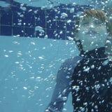 水下藏品的呼吸 免版税库存照片