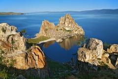 贝加尔湖湖岩石shamanka 免版税库存照片