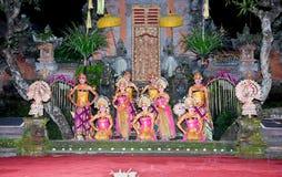 巴厘岛舞蹈印度尼西亚janger ubud 免版税库存照片
