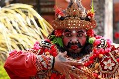 巴厘语传统舞蹈演员的男 库存照片
