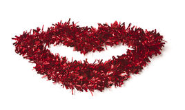 嘴唇红色形状的闪亮金属片白色 免版税库存照片