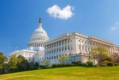 晴天的美国国会大厦 免版税库存图片