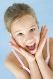兴奋女孩愉快的年轻人 免版税图库摄影