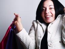 兴奋购物妇女 免版税库存照片