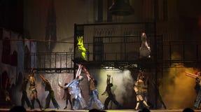 贵妇人舞蹈de drama著名notre巴黎世界 免版税库存照片