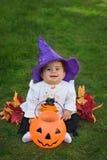 婴孩万圣节微笑的巫婆 库存图片