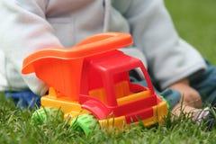 婴孩五颜六色的玩具 免版税库存照片