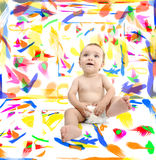 婴孩在有颜色的屋子里在墙壁上 库存照片