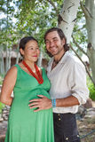 婴孩夫妇预计愉快 免版税库存图片