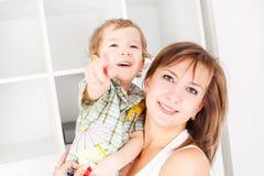 婴孩她的母亲 免版税图库摄影