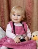 婴孩小摄影师 库存图片