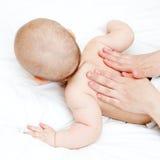 婴孩按摩 免版税库存图片