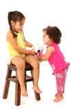 婴孩挑选姐妹 库存图片