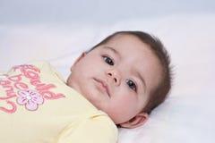婴孩接近的女孩 免版税图库摄影