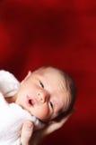 婴孩新出生醒来 库存图片