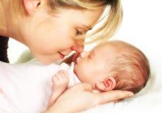 婴孩时候母亲柔软 免版税库存图片