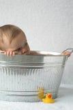 婴孩木盆 免版税图库摄影