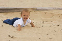 婴孩海滩微笑 库存图片