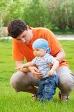 婴孩第一步 库存图片