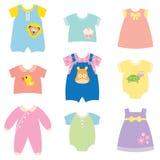 婴孩给收集穿衣 免版税库存图片