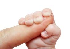 婴孩藏品父亲手指 免版税库存照片