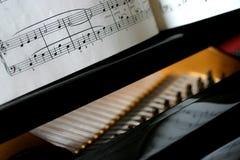婴孩详细资料大平台钢琴 免版税库存图片
