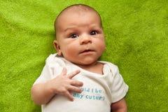 婴孩逗人喜爱的表达式表面滑稽的新&# 免版税库存照片
