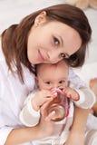 婴孩饮用的女孩 库存图片