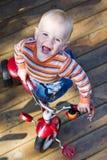 婴孩骑马三轮车 库存图片