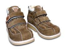 婴孩s穿上鞋子二 库存图片