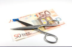 货币剪刀 库存照片