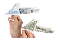 货币纸飞机 免版税库存照片