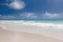 巴布达海滩起重机 库存图片