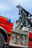 紧急引擎延长的救火梯卡车 免版税图库摄影