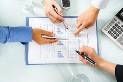 兴旺的经济检查的人统计数据 免版税库存照片