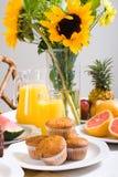晴朗的早餐 免版税库存照片
