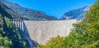 洛枷诺水坝(水坝),瑞士 免版税库存照片