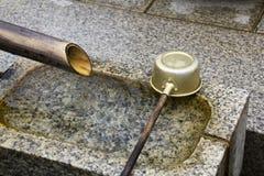 水池石头洗涤 免版税库存照片