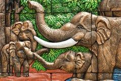 水泥手工造泰国浅浮雕的样式 库存照片