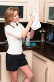 洗涤的葡萄酒杯妇女 免版税库存照片