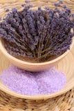 浴淡紫色盐 免版税图库摄影