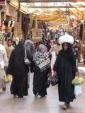 购物在Souk的妇女。 埃及 免版税库存照片