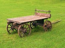 购物车被塑造的老木 免版税库存图片