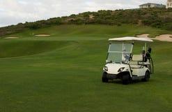 购物车高尔夫球度假胜地海边 免版税库存照片