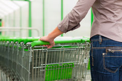 购物车购物超级市场妇女 免版税库存照片