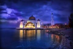 水的Selat清真寺在马六甲,马来西亚,亚洲。 图库摄影