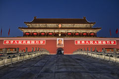 紫禁城门在晚上 免版税库存照片